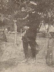 Maria Antonia Colace in braccio al tenente Tricomi, dal film Terremoto in Calabria 1905