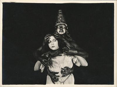 Nathalie Kovanho in una scena di La canzone dell'amore trionfante © Cinémathèque française
