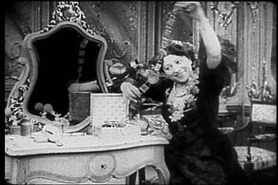 Suzanne Mathieu in Le boudoir mystérieux, Pathé 1907