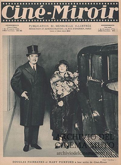 Douglas Fairbanks et Mary Pickford à leur sortie de Ciné-Miroir