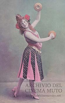 Charlotte Wiehe dans La Main (1901)