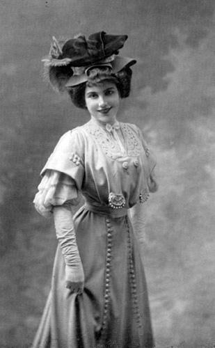 Yvonne Harnold (Yvonne Barreyre)