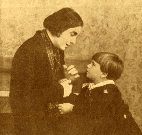 Maria Jacobini in una scena del film