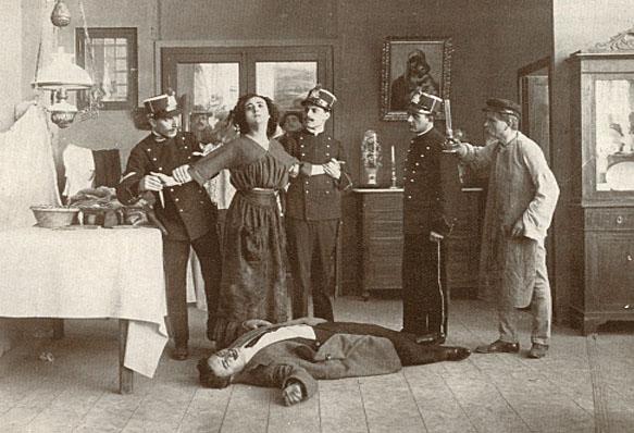 Scena finale di Assunta Spina (Caesar Film 1915), al centro Francesca Bertini, penultimo a destra Alberto Collo.