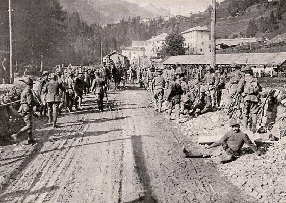 Sulle vie della guerra (dal film Italia! di Aldo Molinari)