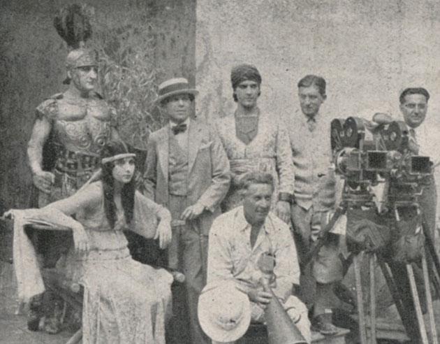 René Guissart, à droite de Ramon Novarro, pendant une prise de vues de Ben-Hur (1925)